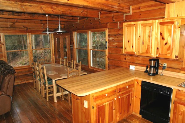 Secluded Log Cabin Vacation Home For Rent Next To Lake